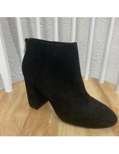 botí negre dona de pell girada