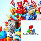 En Joguines Ca la Madrona trobaràs tot un món de joguines de col·lecció i joguines outlet a bon preu i amb un tracte de botiga de barri.  L'any 1940 Madrona Esteva va obrir una petita llibreria i papereria al carrer Ferrers de Vilafranca de Penedès. Avui ja són la tercera generació la que dirigim l'empresa Bonell Solsona S.A. dedicada, majoritàriament, a la venda de joguines  Després d'aquest llarg recorregut amb atenció personalitzada als nostres clients, vam obrir la botiga en línia amb la intenció d'facilitar i fer arribar els nostres productes a un públic més ampli, sense variar en cap moment el nostre tracte personalitzat i posant a disposició de el client tota la informació necessària que requereixi en relació a qualsevol producte.  #aprop #aproponline #comerçlocal #comerciolocal #comerçdeproximitat #comerciodeproximidad #ecommerce #marketplace #municipio #productedeproximitat #productodeproximidad